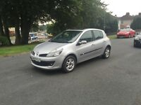 New shape Diesel Renault Clio 5 door ,twin glass sunroof ,£30 tax 60 mpg ,px welcome