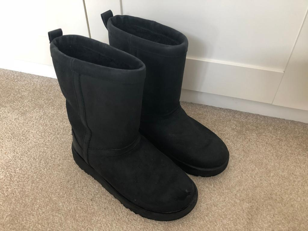 Ladies Classic Short Ugg Boots Black Size 5.5