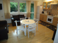Twin room available now, in a big flat, 5min walk to Barons court Station *** no extra ***