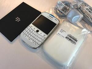BlackBerry Bold 9900 White - UNLOCKED - 10/10 NEW - Guaranteed Activation + No Blacklist
