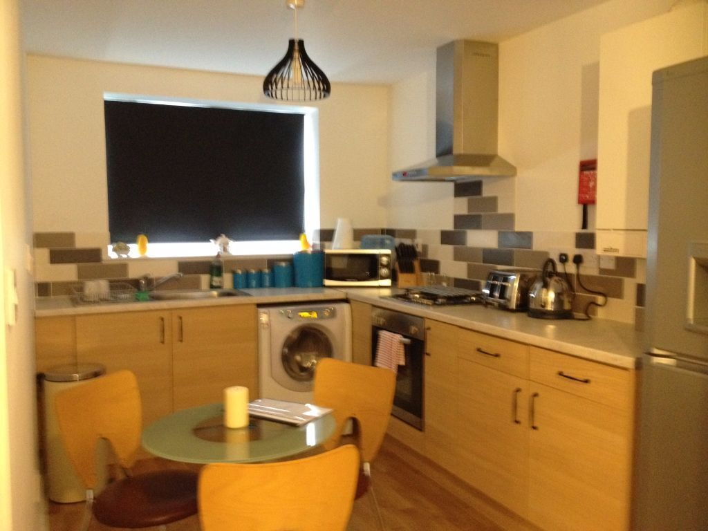 Beautiful 3 Bedroom flat for rent available in Hayes