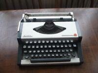 Olympia Traveller De Lux Typewriter
