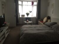 Large studio flat to rent in Hadleigh