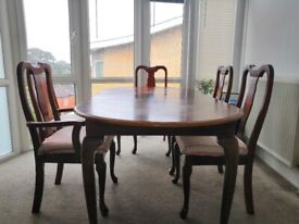 Extendable oak table + 6 chairs