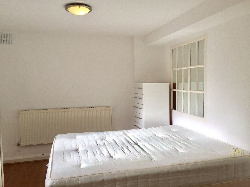 A one double bedroom ground floor flat in Mountfield Road Finchley Central N3 near tube and shops.