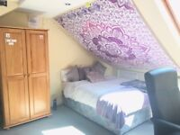 SPACIOUS, BRIGHT, ENSUITE LOFT DOUBLE ROOM to rent in Hammersmith 180pw