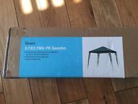 Green 2.7 x 2.7m Portable Gazebo