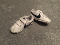 Boys Nike trainers 8.5