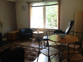 2 Bed Modern Flat inc Car Parking & use of Swimming Pool & Gym