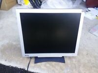 BENQ FP71G+ 17 INCH FLAT PANEL LCD VGA SCREEN/MONITOR/TFT 4:3 MATTE TILT SCREEN VGA & POWER CABLE
