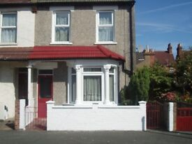 SPACIOUS DOUBLE FRONTED BEDROOM FOR RENT IN CROYDON