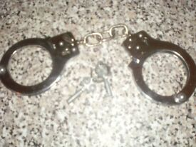 real hand cuffs with 2 keys