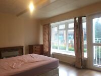 Large Double Bedroom To Rent in shared House, Carshalton