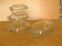 Set of four Pyrex casserole oven-to-table dishes with lids
