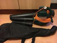 Garden leaf blower and vacuum