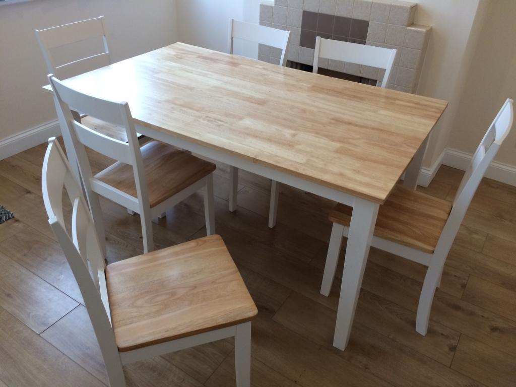 Dinner Table and Like new rrp 670£