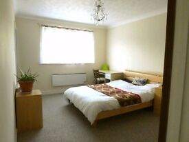 Bright Large ensuite double room available- all bills included