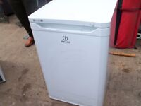 FREEZER UNDER COUNTER WHITE IN GOOD CLEAN CONDITION CAN ARRANGE DELIVERY LOCAL