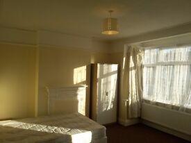 Spacius double room for couple in Croydon