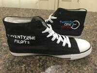 MEN 21 PILOTS HANDPAINTED CANVAS HIGHTOPS SIZE 10