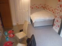 For Couple: Double Bedroom available now in Gorgie Area