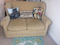 2 Seater Sofa vintage style - Almost brand new!!