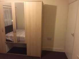 A very nice spacious airy double room available to the working singles or couple.