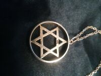 9CT GOLD STAR OF DAVID WITH 9CT GOLD CHAIN JOINT WEIGH 8.6G