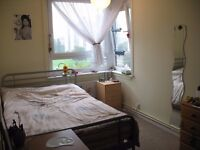 A nice, double room to rent in a clean , split level flat close to OVAL Tube St available 17th June