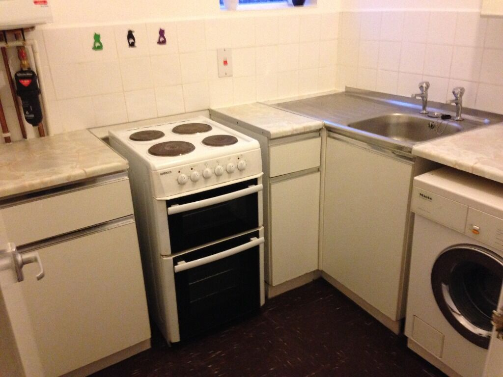 Converted Ground 1 Bed Flat Separate SittingRoom Kitchen BathShower VeryNearTubeBusShopsPark