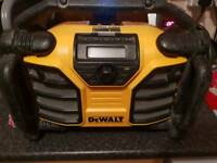 Dewalt dcr017 dab BATTERY INCLUDED