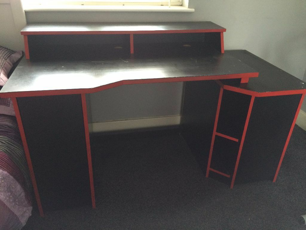 Gaming puter desk in Mill Hill London
