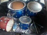 Maxwin drum set minus sticks and cymbal
