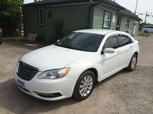 2013 Chrysler 200 Tourimg