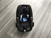 Maxi cosi family fix isofix base and pebble carseat
