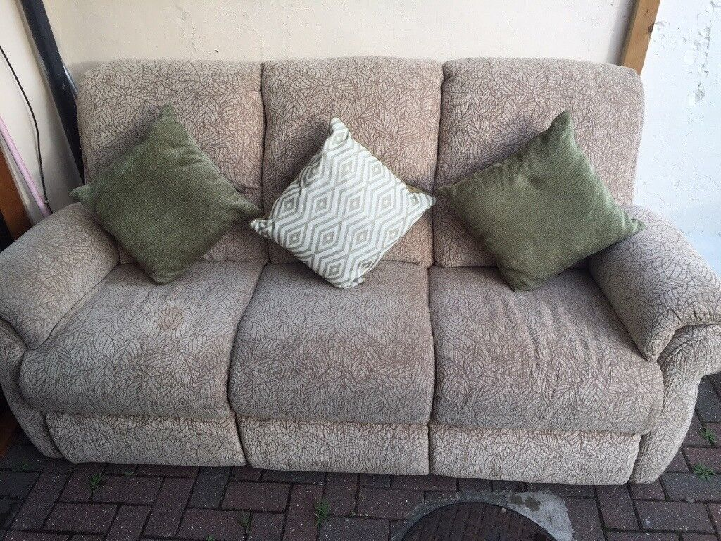 Sofa Set 3 Piece With Cushions Bargain Urgent Needs to go