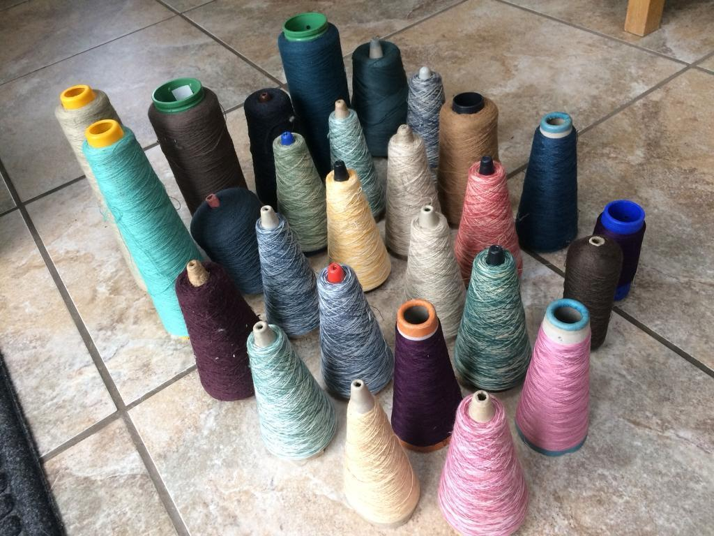 Sewing or knitting yarn 300g+