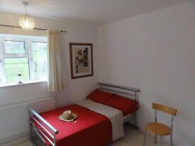 A Nice quiet double room just refurbished with privacy and space own kitchen clean top hygiene.