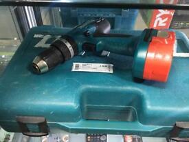 Makita 18v Hammer drill 8391D 2 batteries charger & case