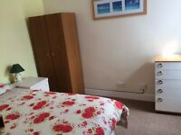 Nice, clean double room in just renovated tidy, smart house