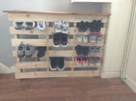 Pallet shoe rack with top