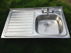 STAINLESS STEEL KITCHEN SINK AND DRAINER WITH TAPS