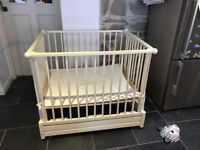 Children's playpen on casters, height adjustable for all baby stages: lying, crawling and walking