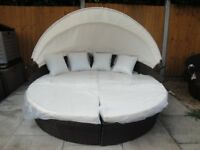 BRAND NEW .... STYLISH RATTAN DAY SOFA BED WITH SUN CANOPY