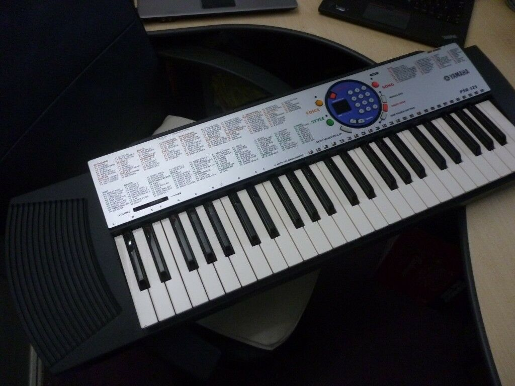 yamaha psr 125 beautiful light weight keyboard, hundreds of  voices,styles,mains power supply,lovely | in Stanmore, London | Gumtree