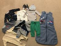 A lovely bundle of baby clothes + sleeping bag 0-3 months