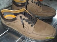 GENTS SHOES, SIZE 8 ½, NEW