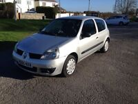 56 Plate Renault Clio 1149cc. New MOT TO Dec 17. Drives Perfectly, Low insurance. Bargain just £625.