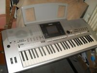 Yamaha PSR S 900 Keyboard ,stand , music books , foot pedal...