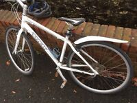 Trek 7.3 Fx White Women's Hybrid Bike (Almost brand new)